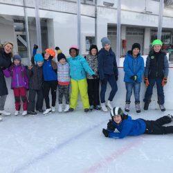 Ministranten und Sternsinger auf der Dolder Eisbahn
